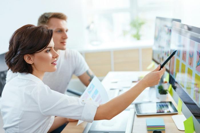 Webdesign im Allgemeinen Bild mit 2 Mitarbeitern kurakado webdesign